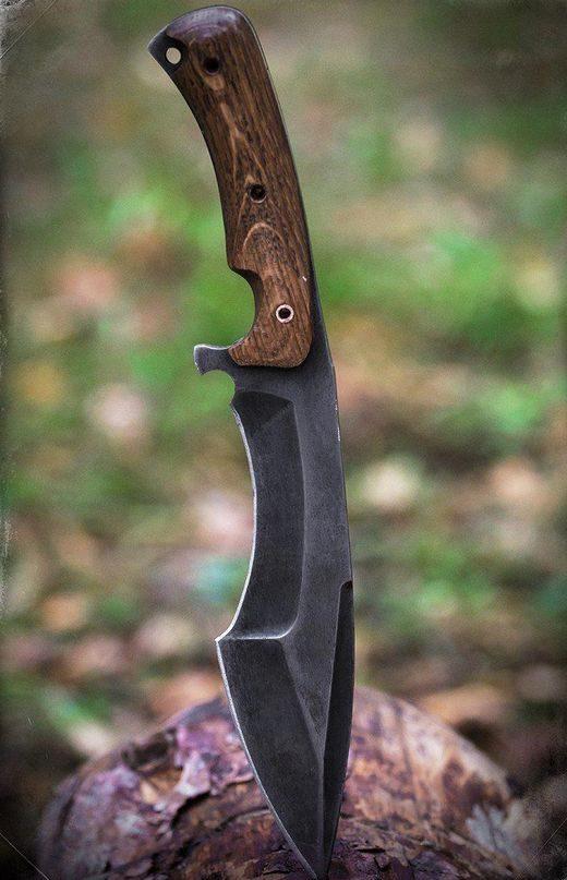tipos de facas - faca preta em tronco