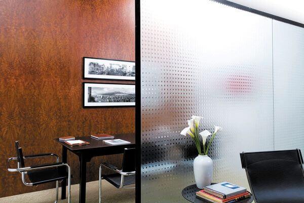 Tipos de vidro para divisória em escritório