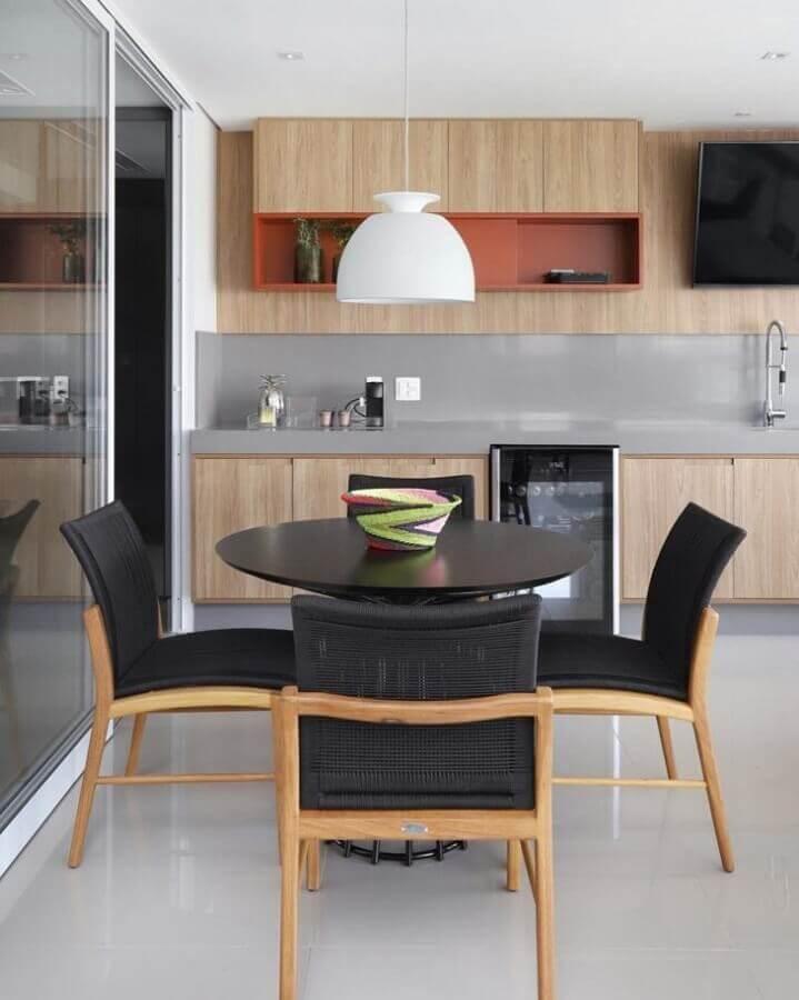 varanda gourmet moderna decorada com detalhe na cor terracota Foto MN Arquitetura + Interiores