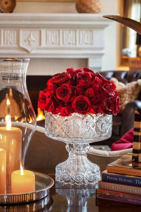 Flores de rosas vermelhas para decorar a sala de estar