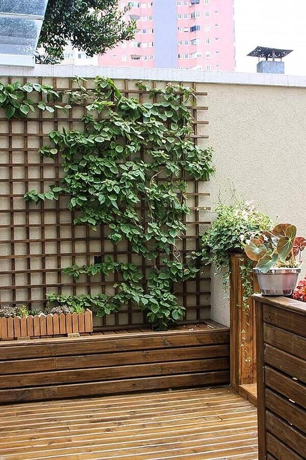 área externa decorada com treliça de madeira Foto Dicas de Mulher