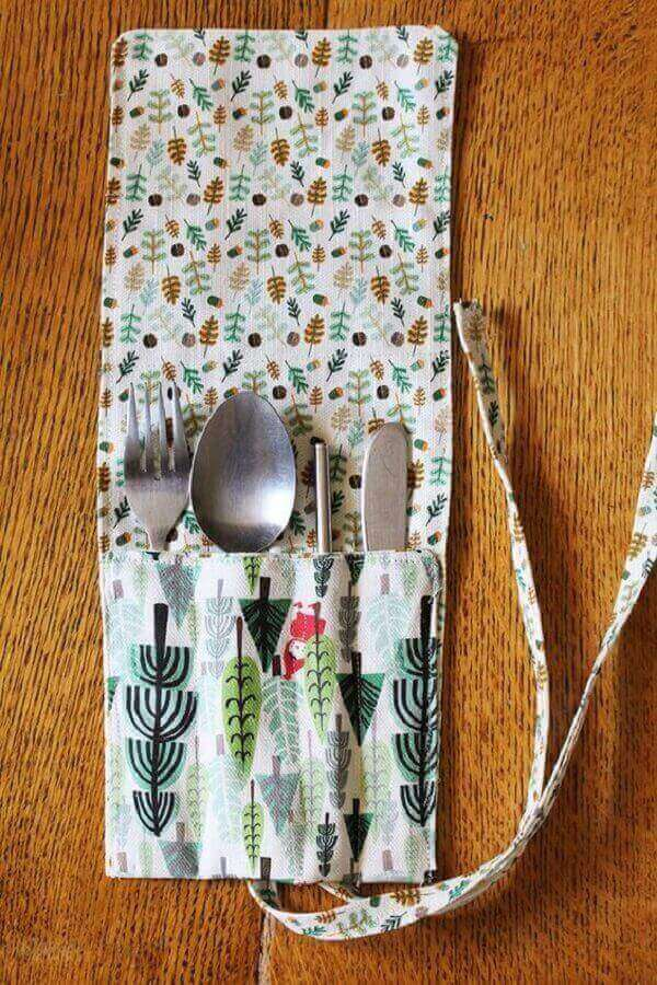 Porta talheres de tecido estampado com encaixe para cada peça