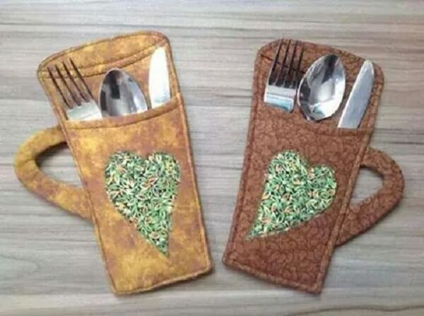 Porta talheres de tecido em formato de caneca