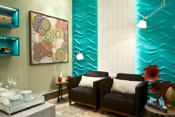 Iluminação especial para os nichos coloridos da sala de estar