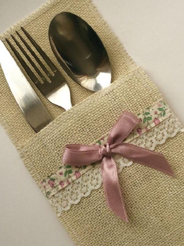 Porta talheres de tecido delicado com renda e fita rosa