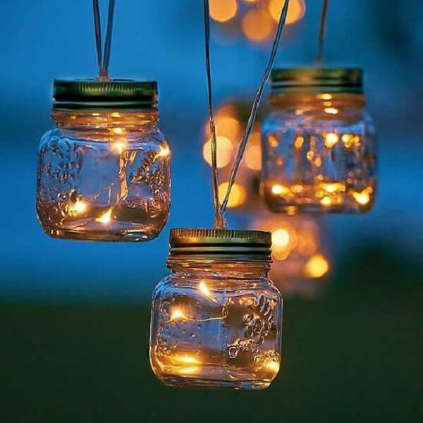 Iluminação especial com cachepot de vidro e pisca pisca