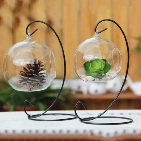 Modelo de cachepot de vidro com design aramado