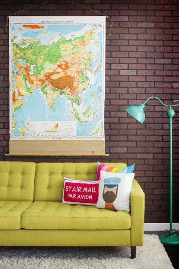 Modelos de almofadas coloridas para sofá amarelo