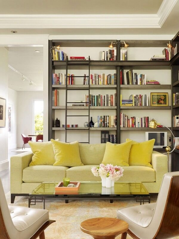 Almofadas para sofá amarelo lisas tom sobre tom