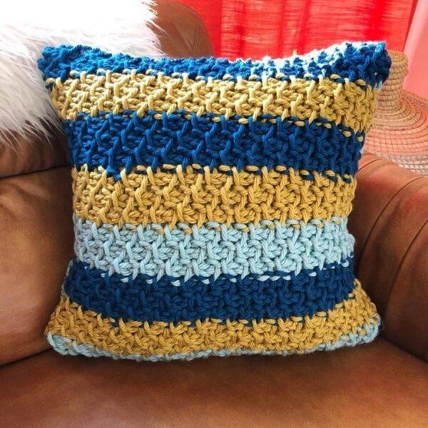 Almofada feita com crochê tunisiano
