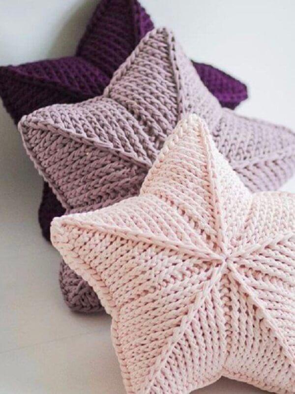 Almofadas de estrela feitas com crochê tunisiano