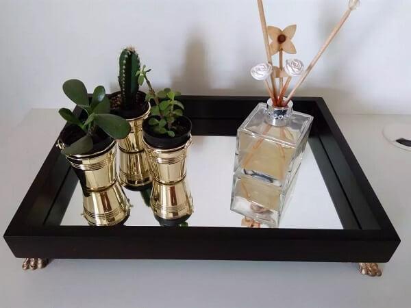 Bandeja decorativa espelhada para banheiro