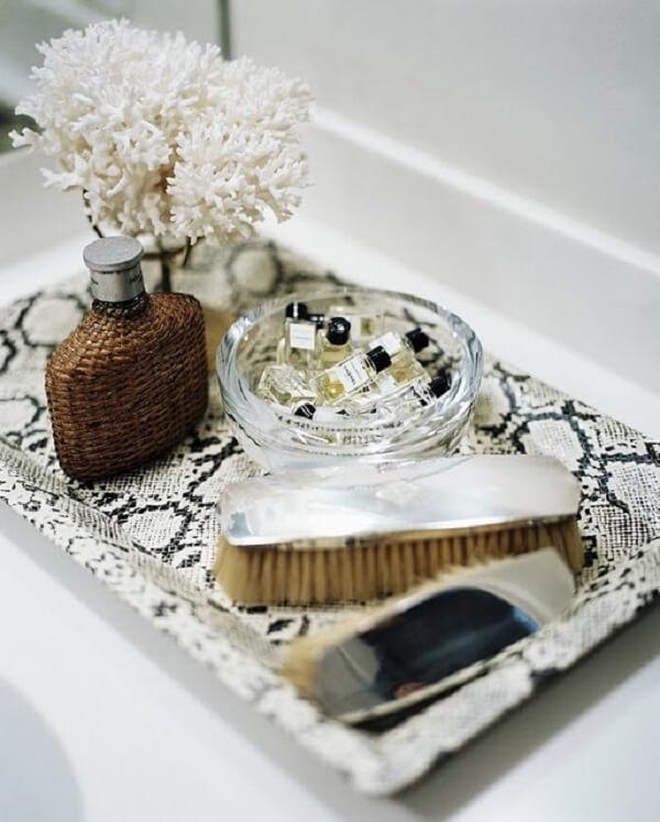 Bandeja decorativa para banheiro feito com estampa de animal print
