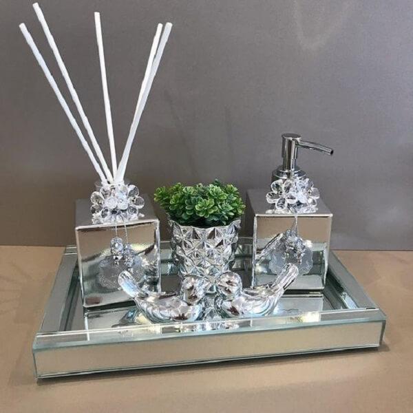 Bandeja para banheiro espelhada em formato retangular