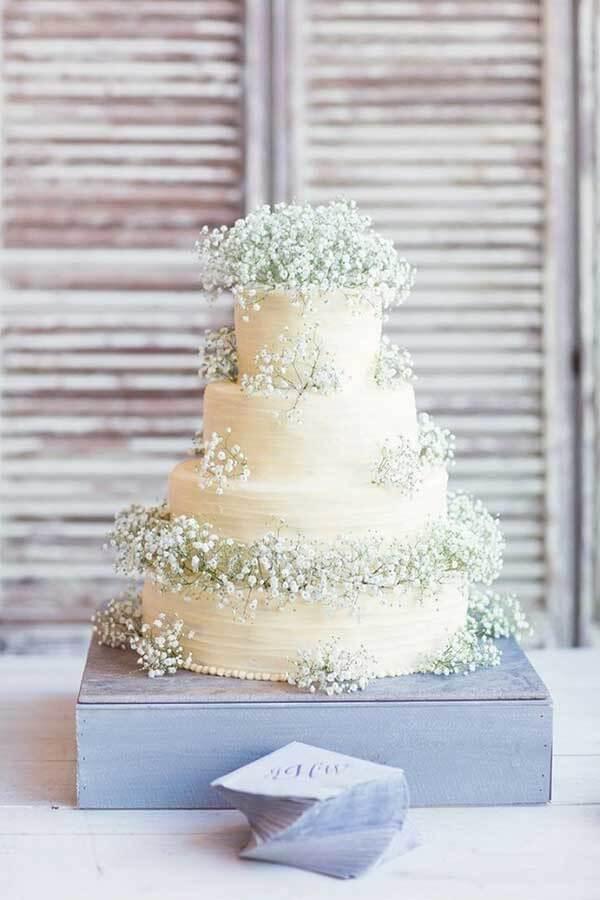 Bolo rústico para casamento decorado com flor mosquitinho
