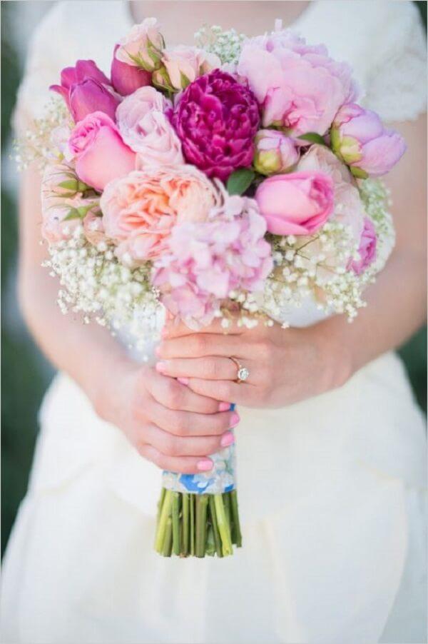 Buquê misturadinho feito com diversas flores