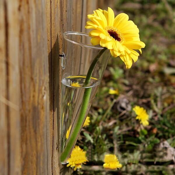 Recipiente de vidro em formato de cone para parede