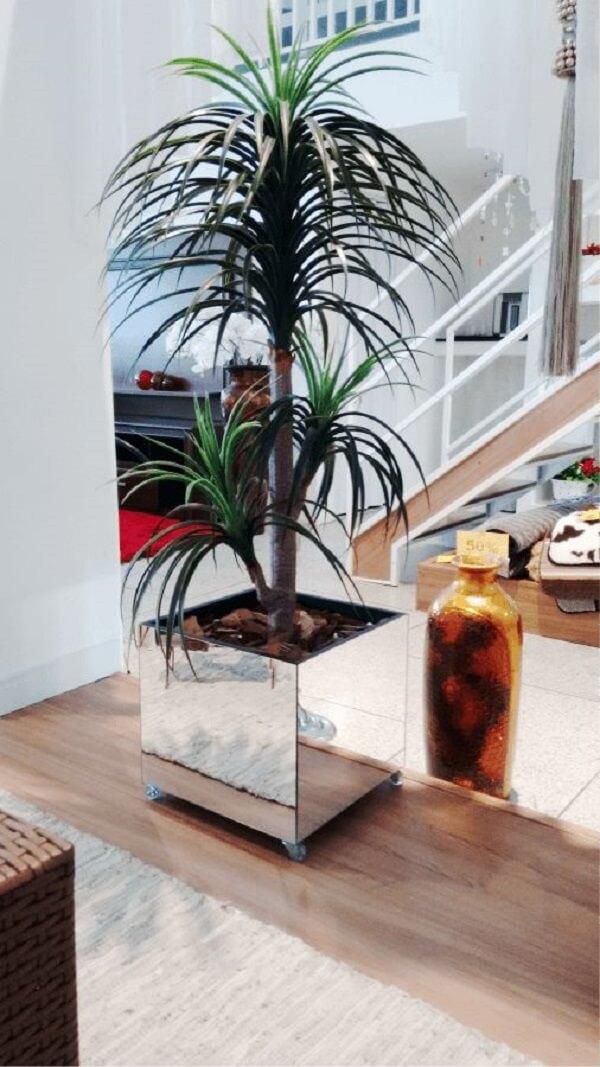 Recipiente de vidro espelhado com rodinhas