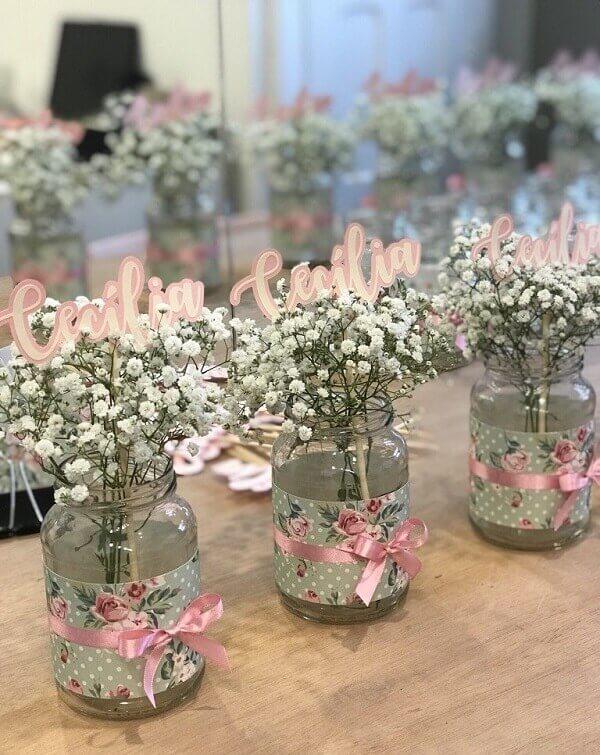 Centro de mesa personalizado com flor mosquitinho