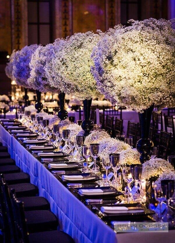 Decoração luxuosa feita com flor mosquitinho