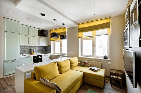 Decore a sala de estar com sofá amarelo