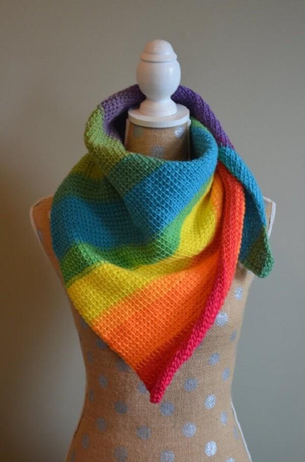 Gola de pescoço colorida feita em crochê tunisiano