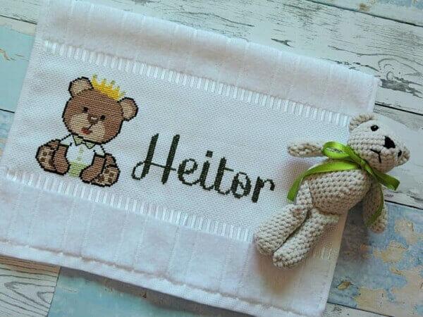 Letras em ponto cruz para toalha infantil