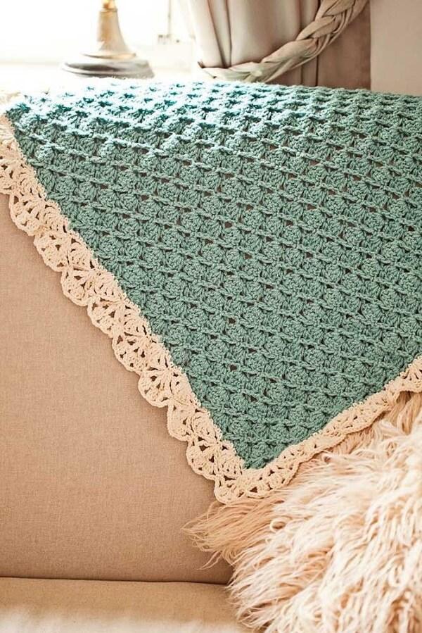 Manta azul turquesa feita em crochê tunisiano