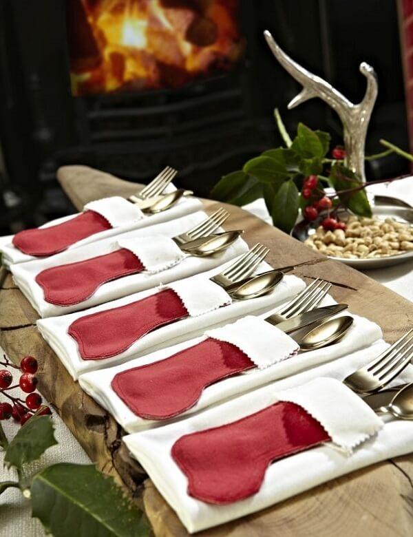 Modelo de porta talheres de tecido para a decoração natalina