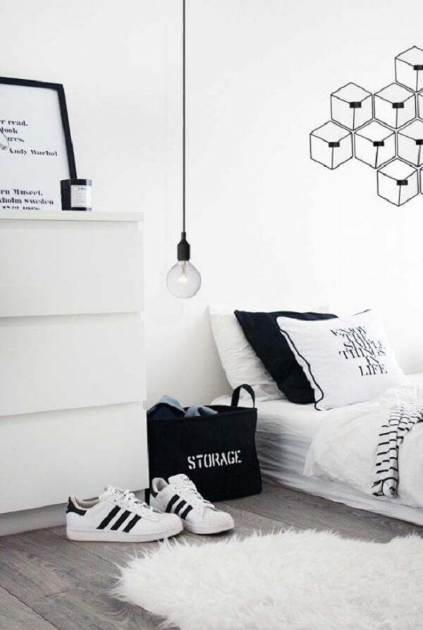 Modelo de quarto branco e preto estiloso. Fonte: Pinterest