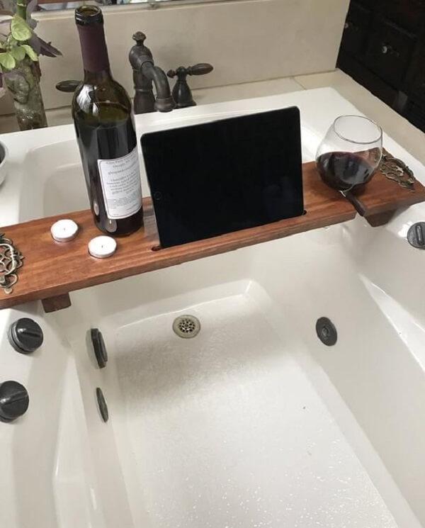 Modelo de bandeja para banheira feita em madeira