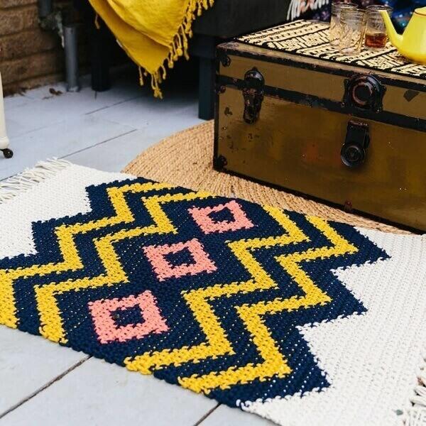 Modelo de tapete passadeira feito em crochê tunisiano