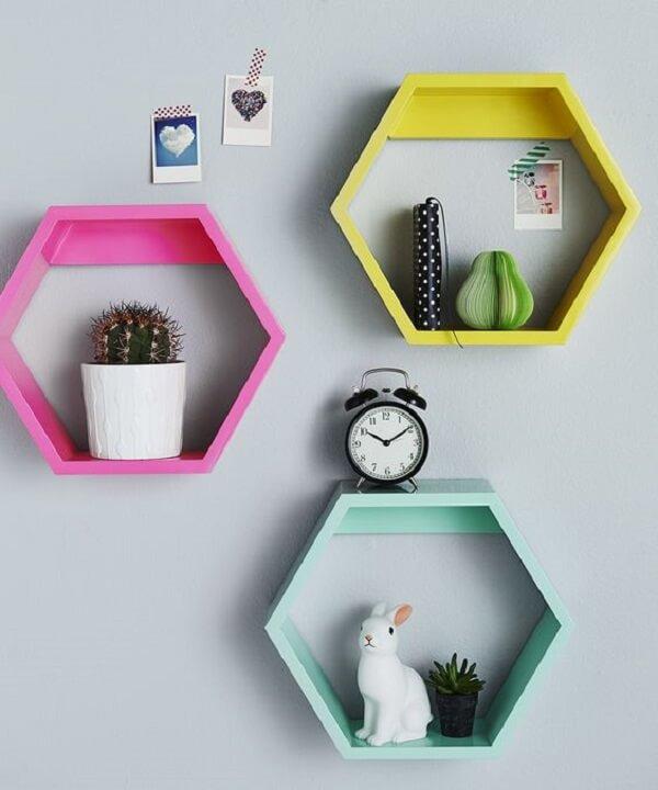 Nichos coloridos em formato hexagonal
