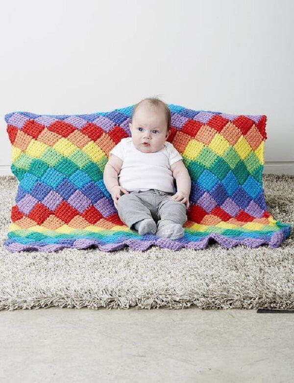 Peças lindas e coloridas podem ser feitas a partir do crochê tunisiano