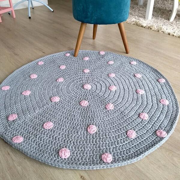 Tapete cinza e rosa de crochê