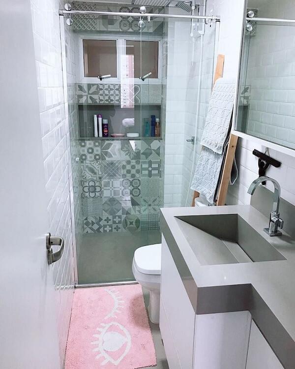 Tapete rosa protege os pés depois do banho. Fonte: Imagine um Lar