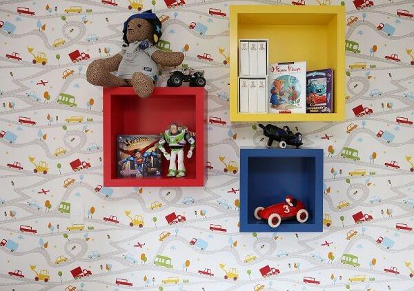 Utilize os nichos coloridos para colocar os brinquedos