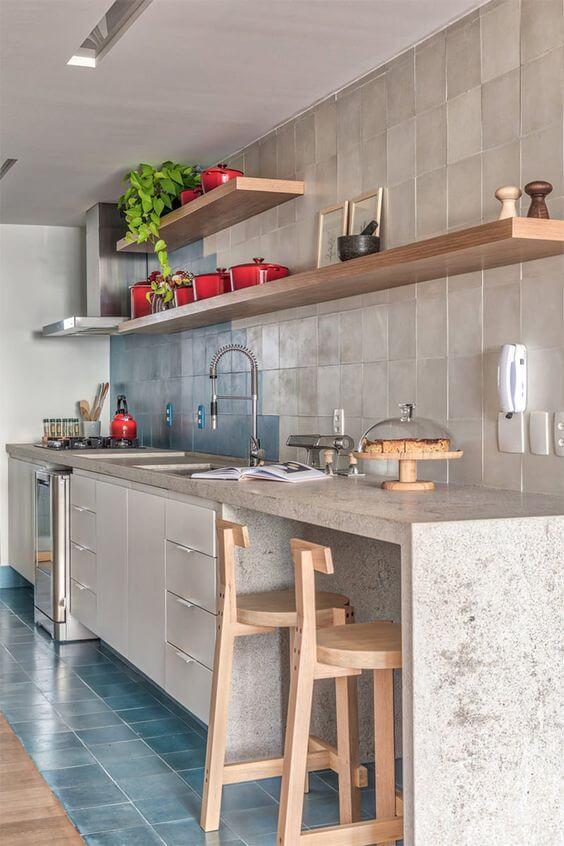 Armário de cozinha com bancada de mármore