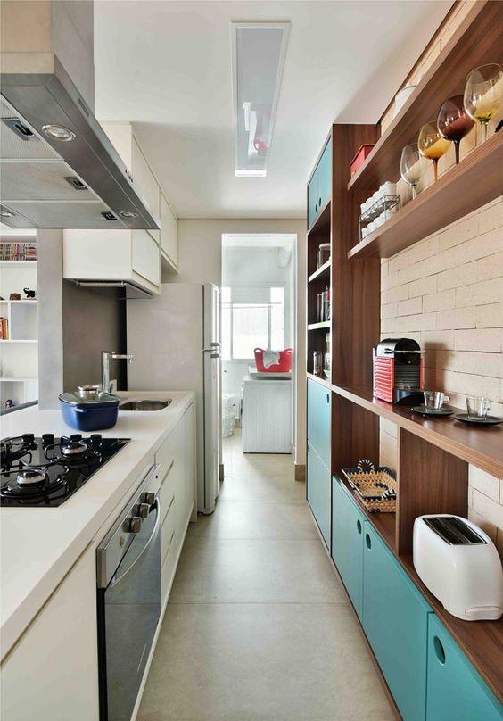 Armário de cozinha com porta azul
