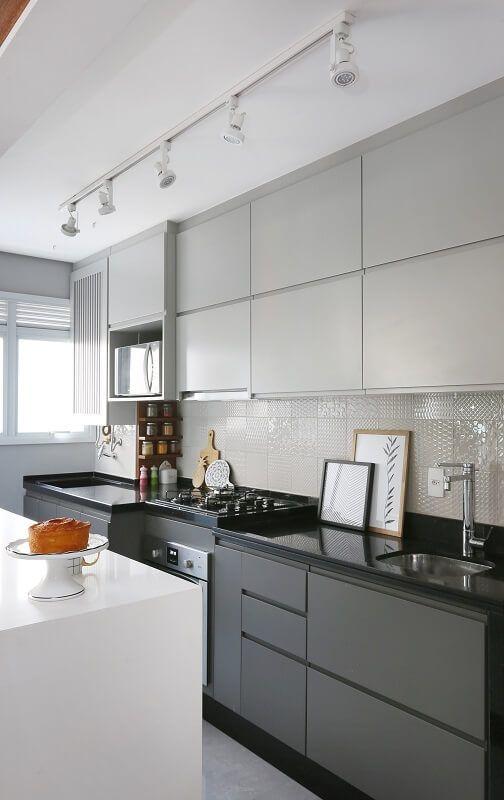 Armário de cozinha pequena cinza