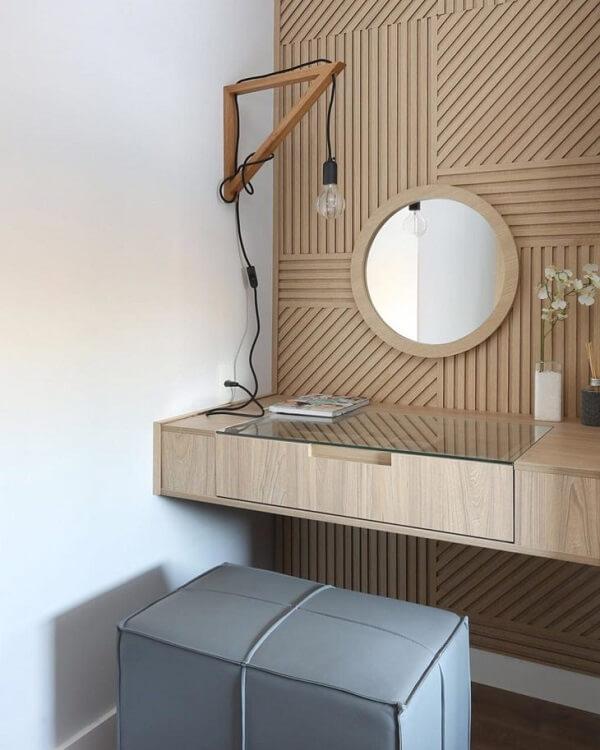 Modelo de bancada suspensa com gaveta serve como penteadeira