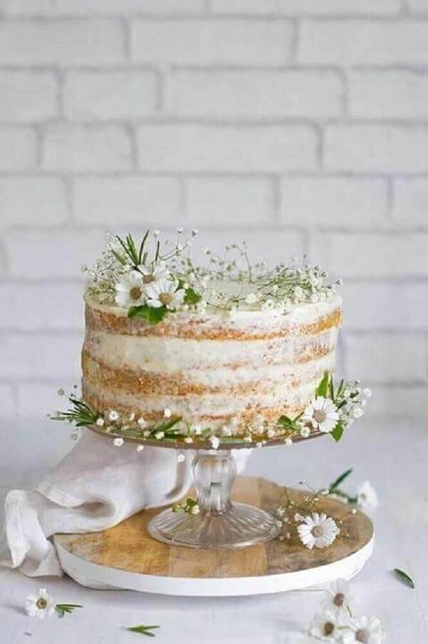 Modelo de bolo rústico decorado com flor mosquitinho e margarida