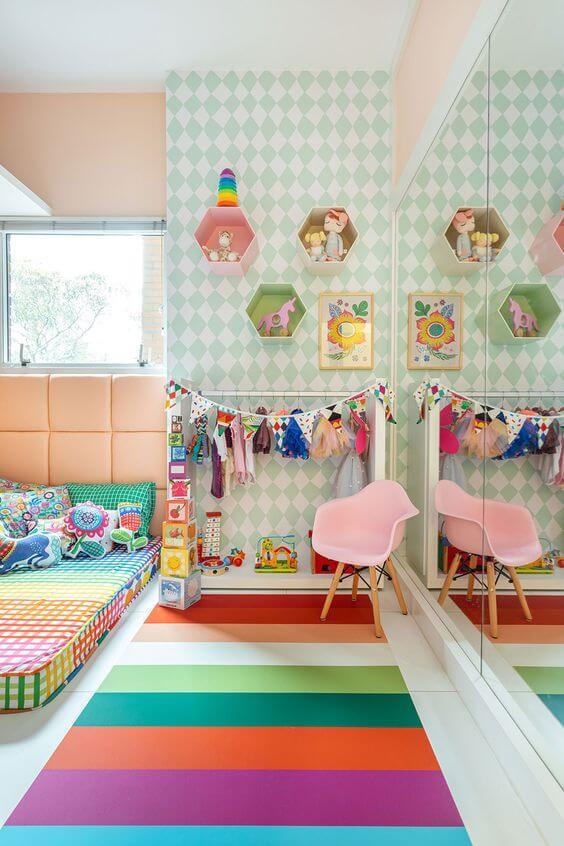 Brinquedoteca colorida e confortável para a decoração