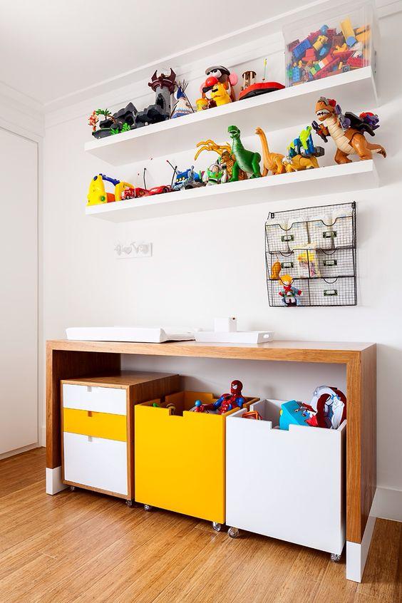 Brinquedoteca infantil com prateleiras