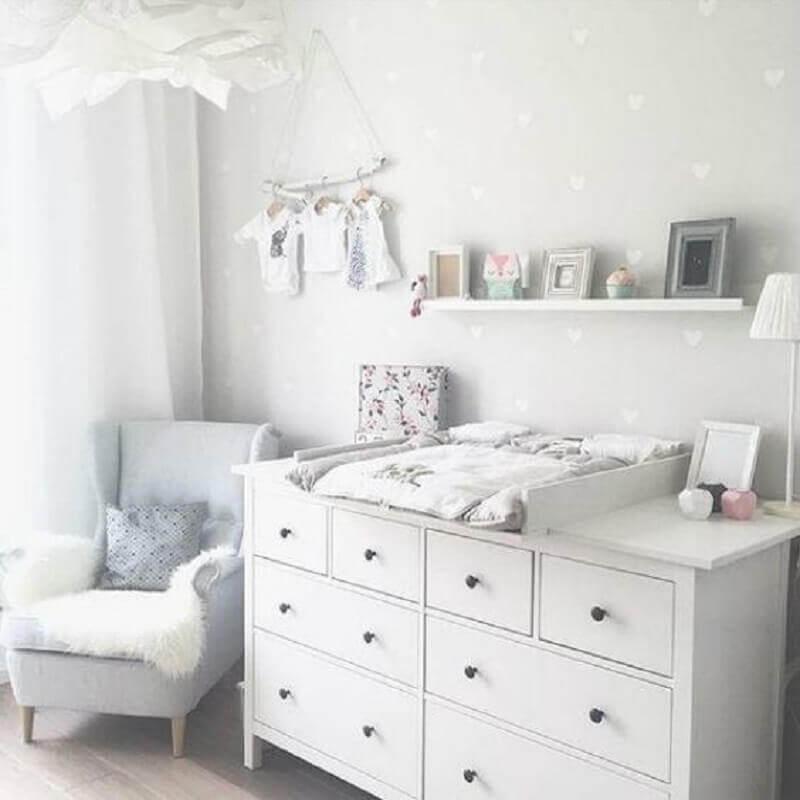 cômoda para quarto de bebê branco Foto Pinosy