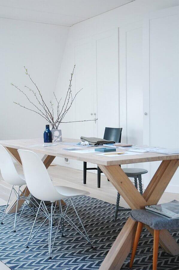 cadeira branca para decoração de escritório minimalista Foto Homedit