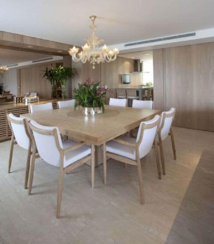 cadeira de madeira branca para sala de jantar sofisticada com lustre candelabro Foto Planete-deco