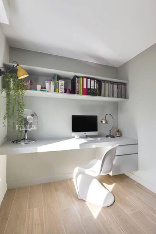 cadeira de plastico branca para home office branco planejado Foto Lumax Homes