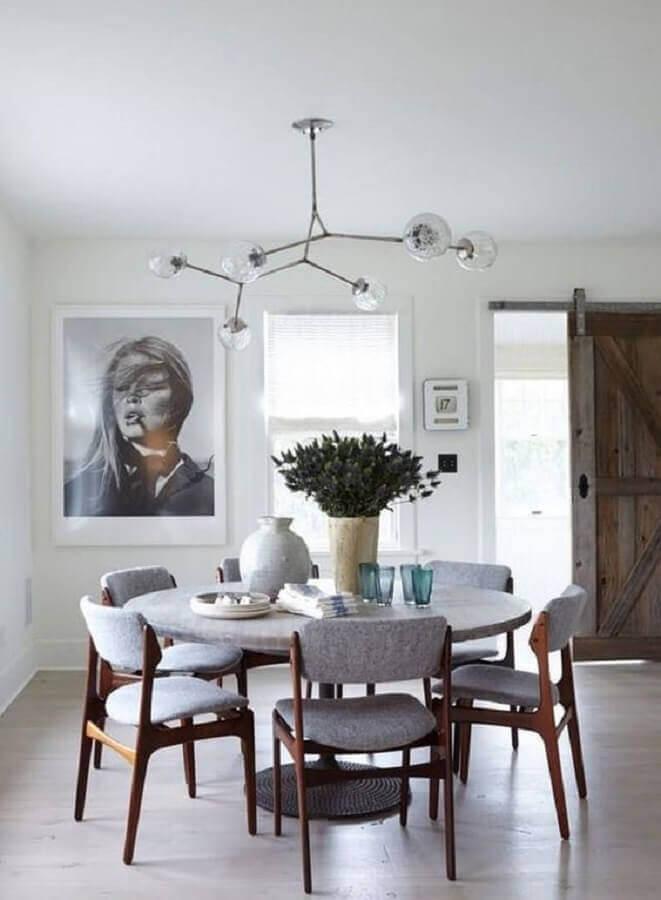 cadeiras estofadas para sala de jantar com mesa redonda Foto In House