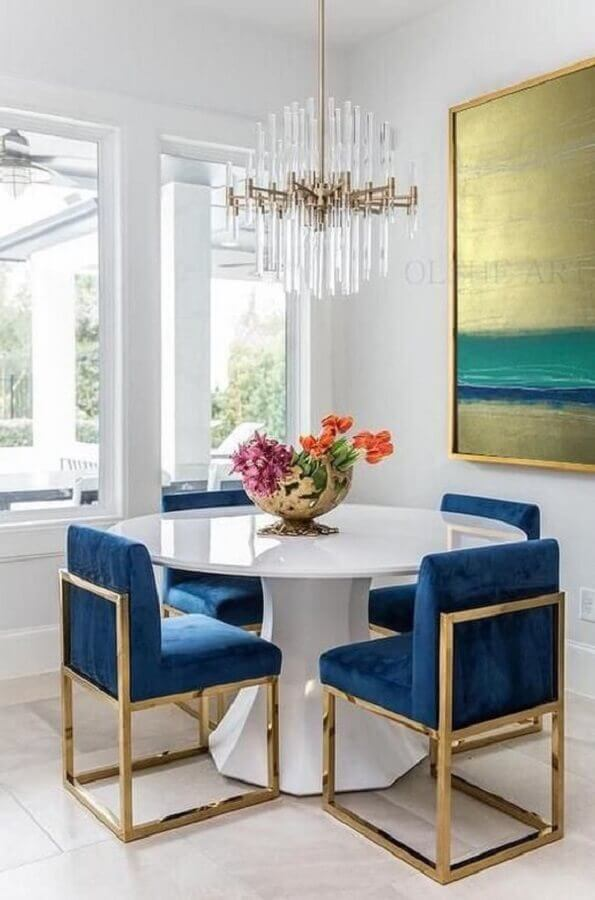 cadeiras estofadas para sala de jantar decorada com lustre de cristal Foto Etsy